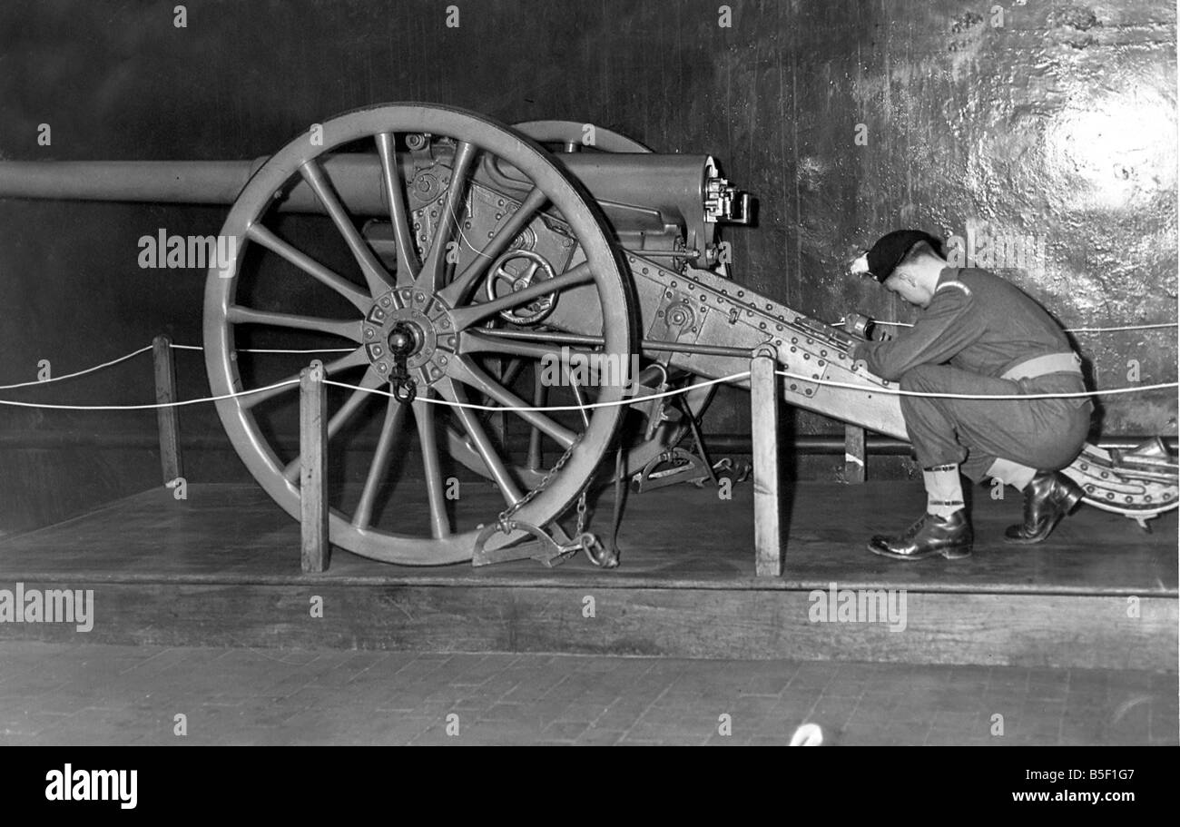 Fusilier T Russon writes the history of the Boer War gun an Elswick Battery gun reading from an inscription on the - Stock Image