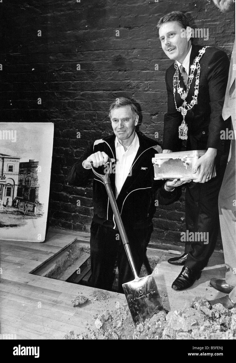 Charlton Heston and Coun Derek Webster with the Theatre Royal Time Capsule Stock Photo