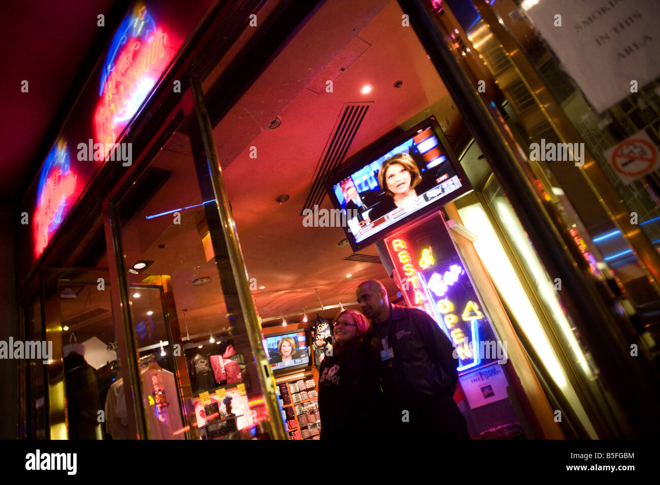 Live TV broadcasts from the US shows overnight results of the 2008 presidential elections that Barack Obama eventually - Stock Image