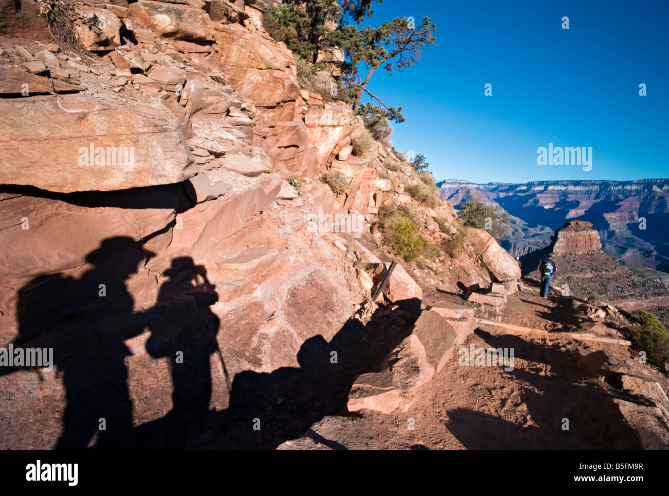 ARIZONA GRAND CANYON Shadows of hikers pausing to take a photo on the South Kaibab Trail into the Grand Canyon - Stock Image