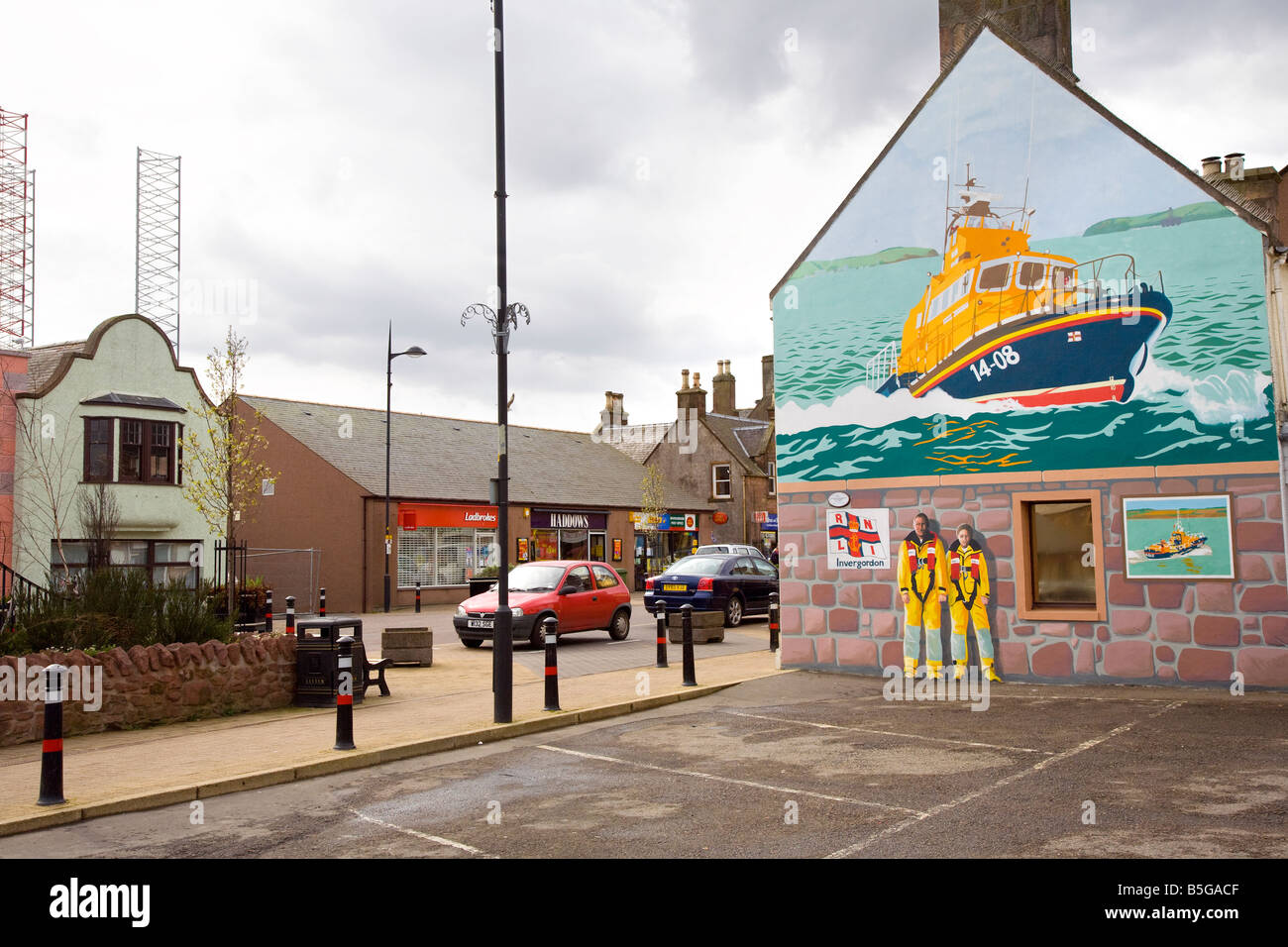 Invergordon high street with painted and decorated gable house end North-east Invernesshire , Ross and Cromarty, - Stock Image