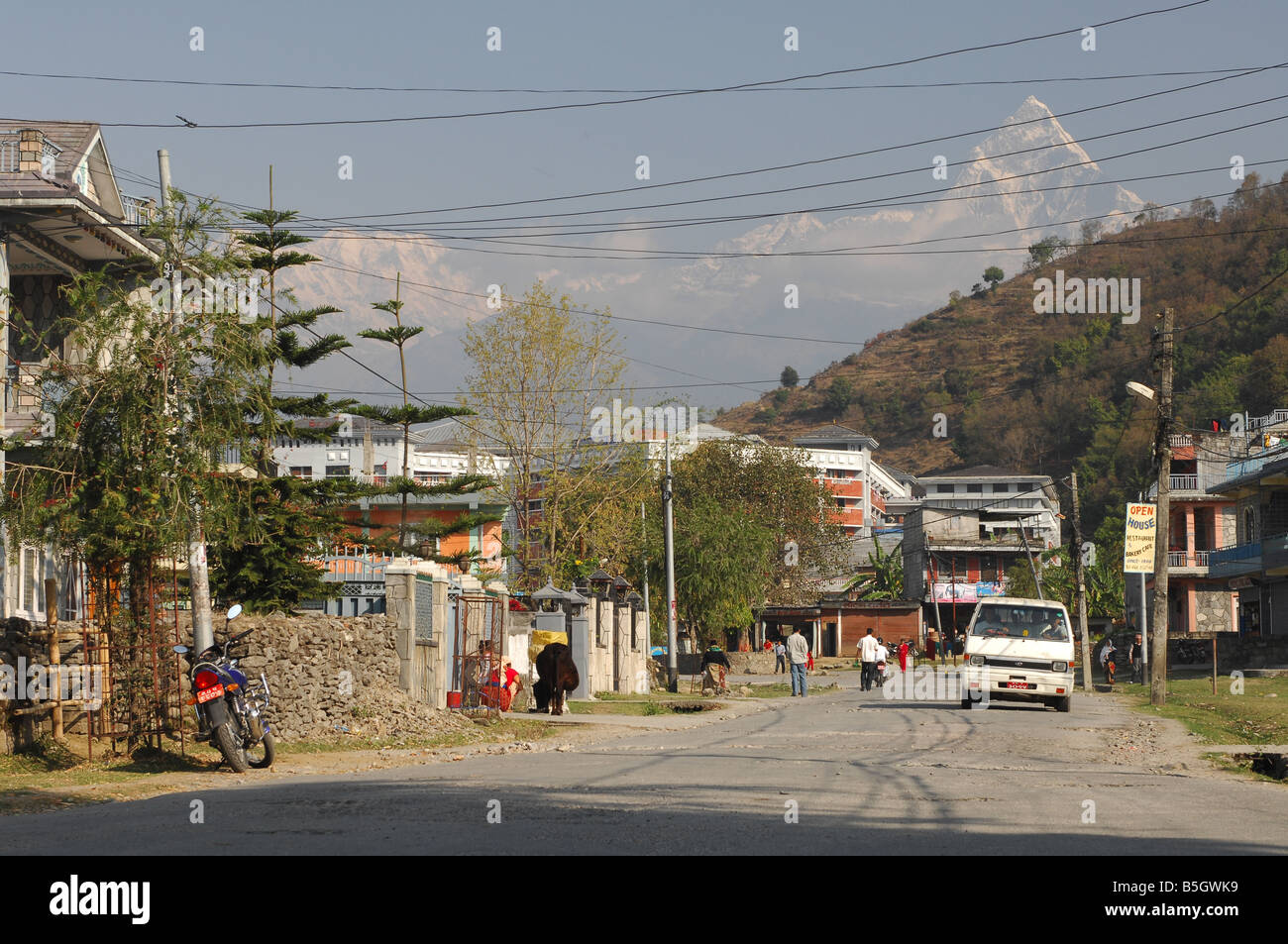 Pokhara with Annapurna fishtail in the background - Stock Image