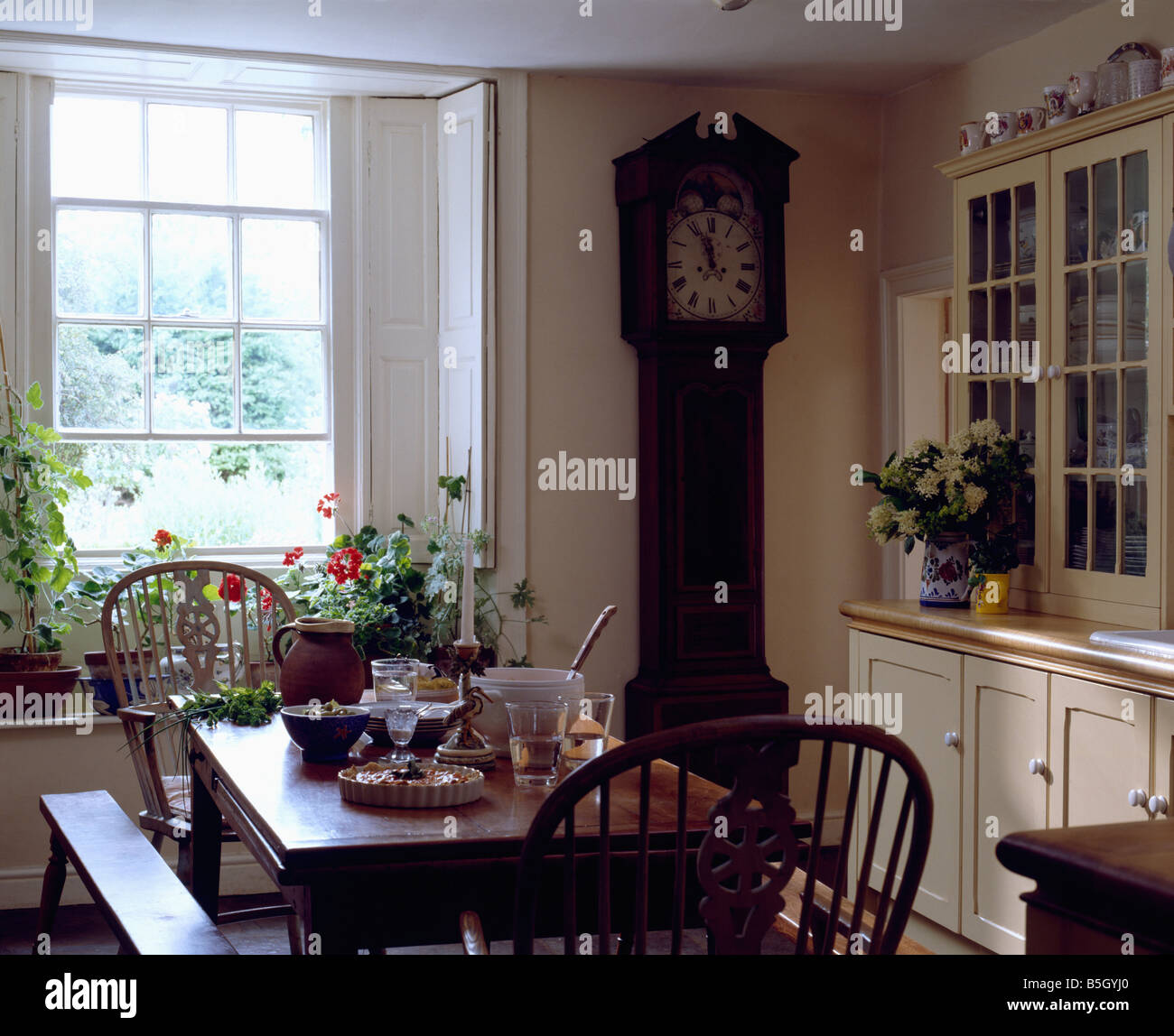 Fantastic Windsor Chairs And Wooden Bench And Table In Country Dining Bralicious Painted Fabric Chair Ideas Braliciousco