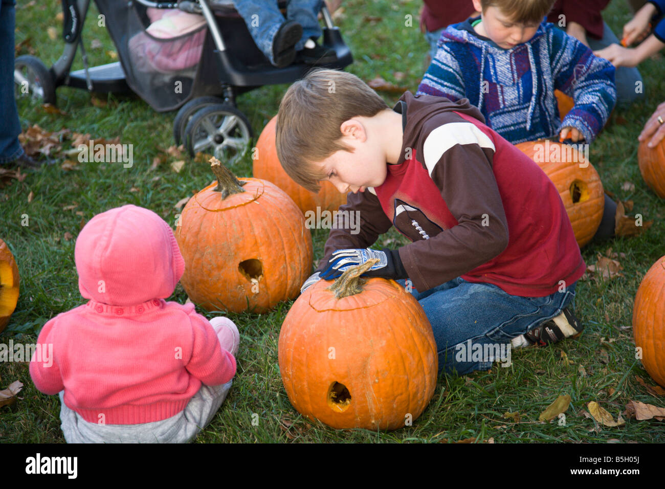 Children carve pumpkins donated by Nalls Farm Market in Virginia at the 2008 Shenandoah Valley Hot Air Balloon and - Stock Image