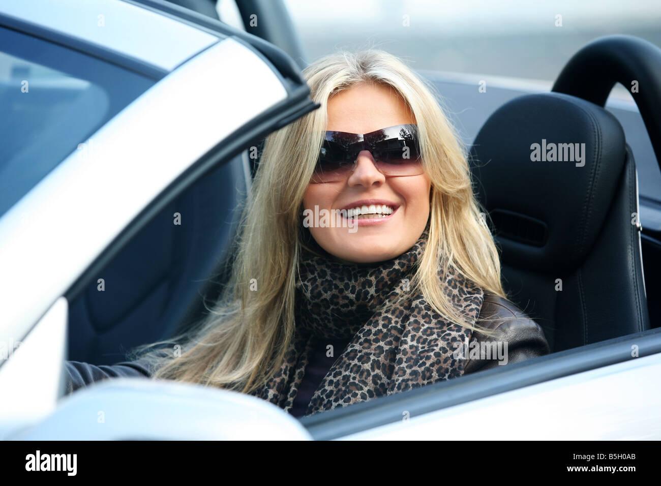 Kourtney Blonde Mädchen fahren fickt