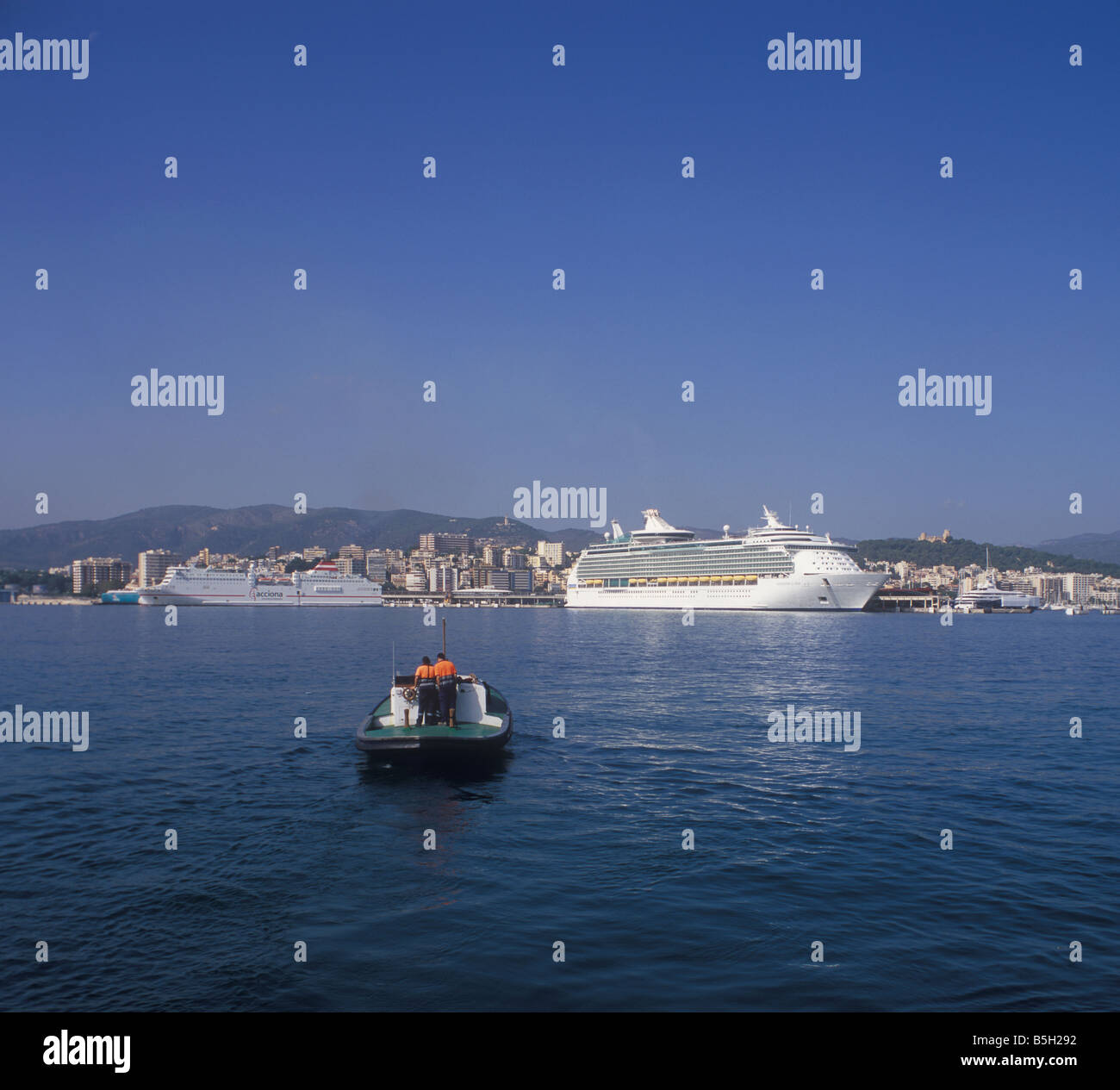 Royal Caribbean International Cruise Ship 'Navigator of the Seas' in the Port of Palma de Mallorca, Balearic - Stock Image