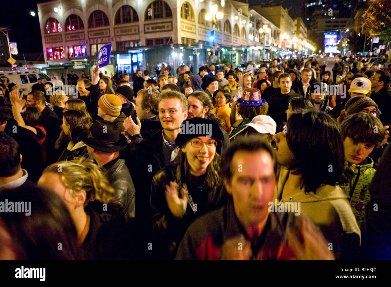 Seattle, 04.11. 2008. People gather spontaneously on the streets of Seattle to celebrate the historic victory of - Stock Image