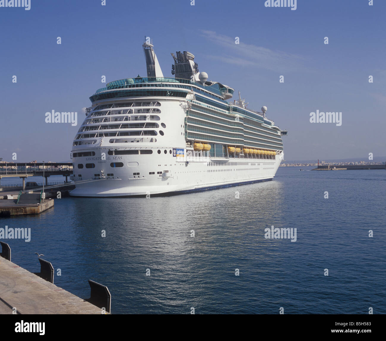 Royal Caribbean International Cruise Ship 'Navigator of the Seas' ( 311 meters ) in the Port of Palma de - Stock Image