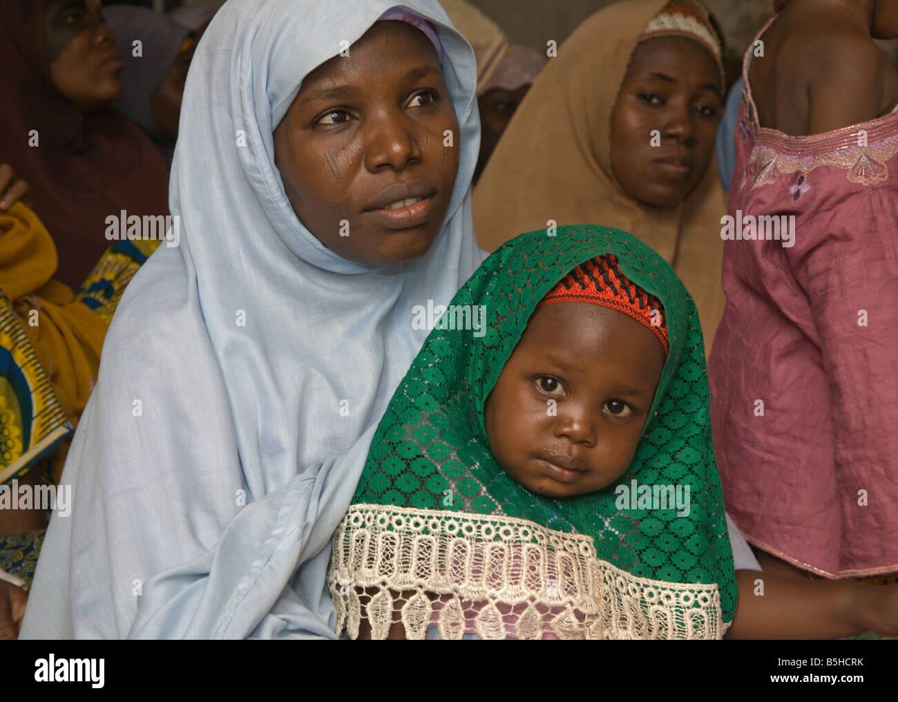 Fulani woman and child in the Tudun-Murtala area of Kano, Nigeria - Stock Image