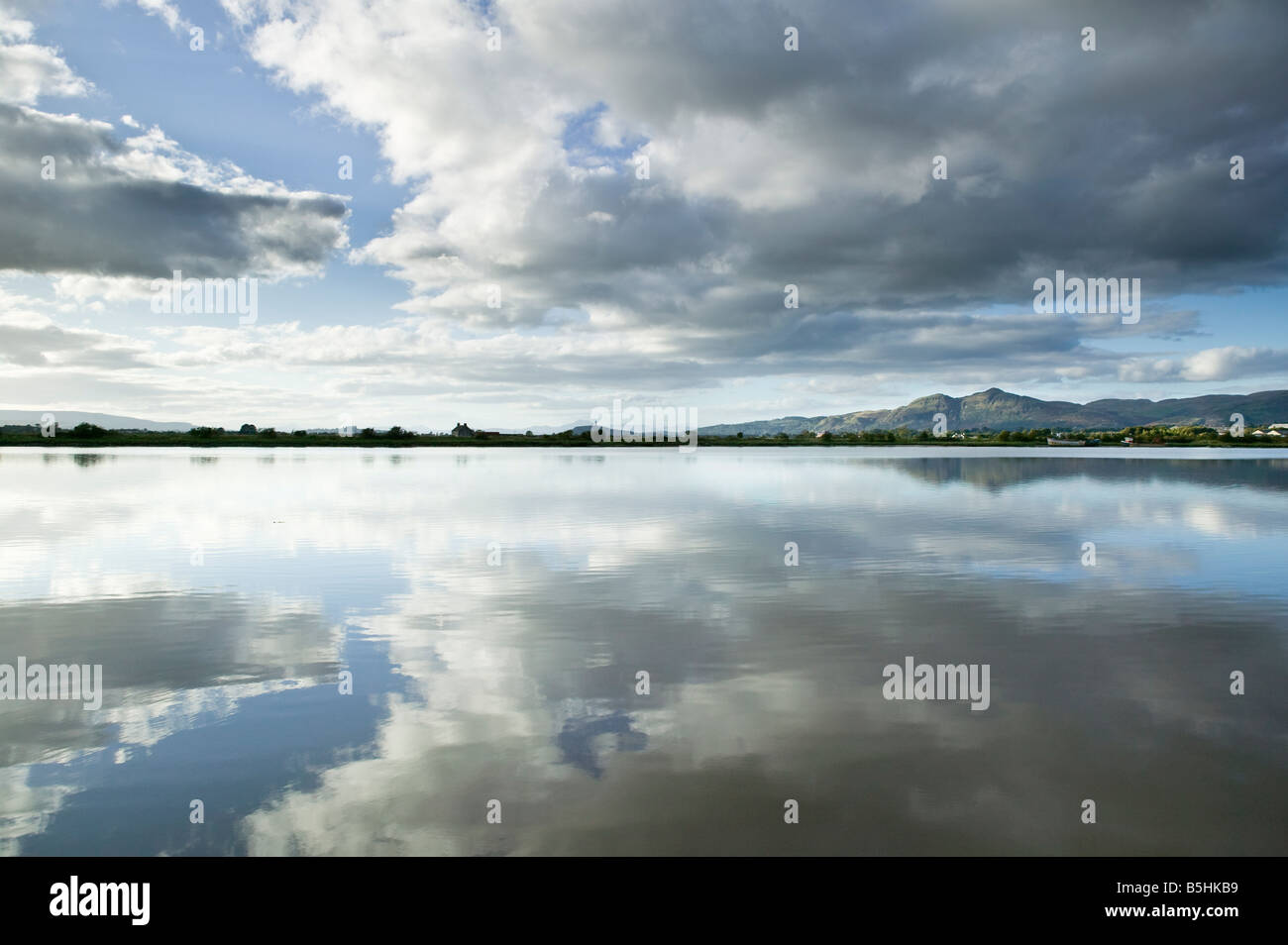 View across the River Forth at South Alloa, Falkirk, Scotland, UK. Looking over Inch Island to Dumyat of the Ochil - Stock Image