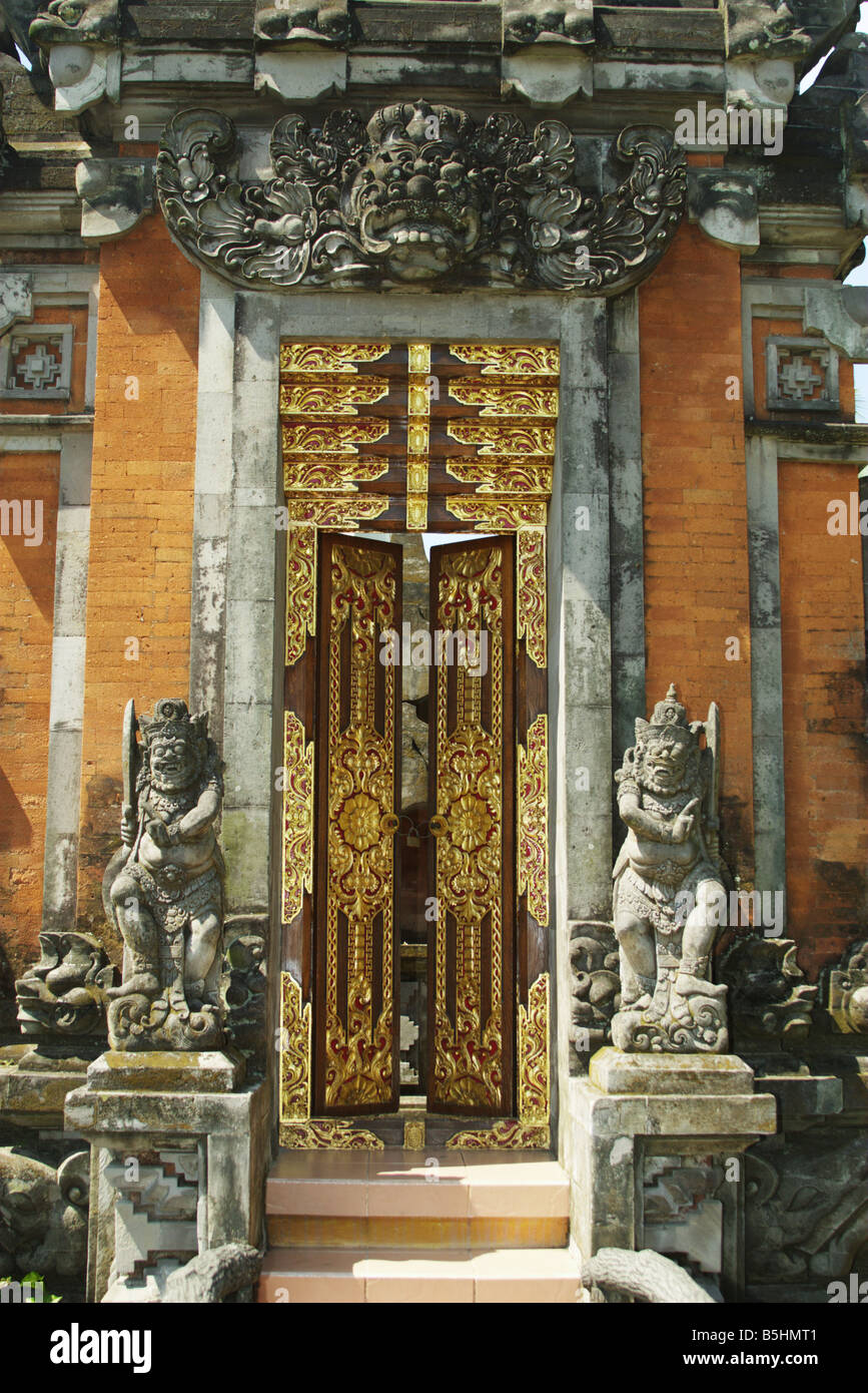 Balinese Entrance Gate At Taman Mini Stock Photo 20673185 Alamy