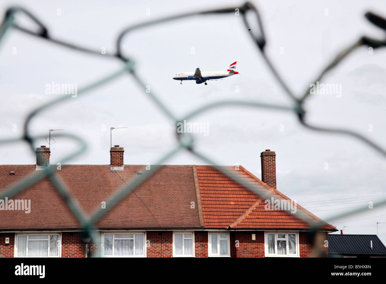 plane coming into land at heathrow london - Stock Image