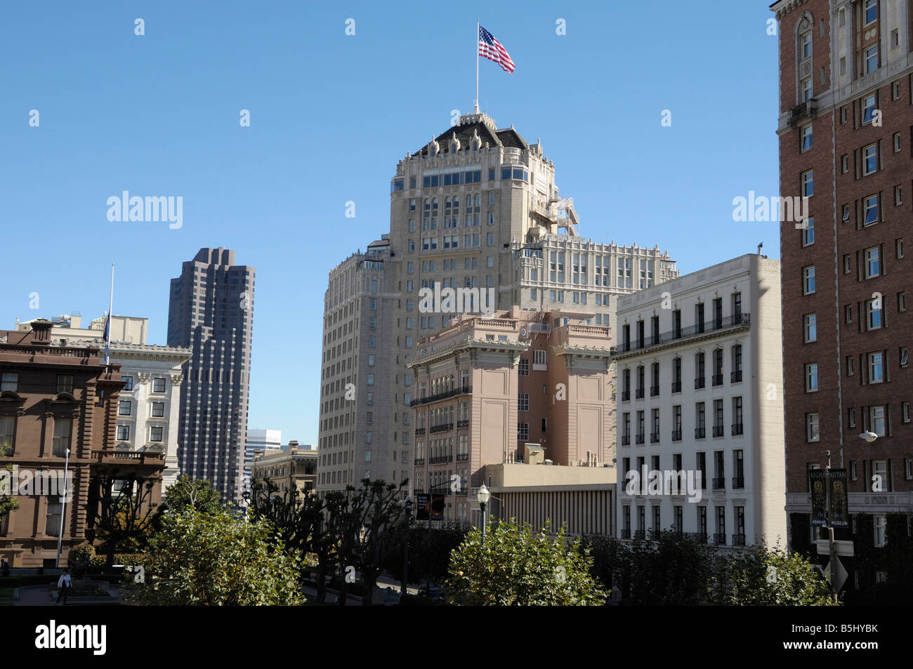 The Mark Hopkins Hotel in San Francisco, known for the famous 'Top of the Mark' club made famous during - Stock Image