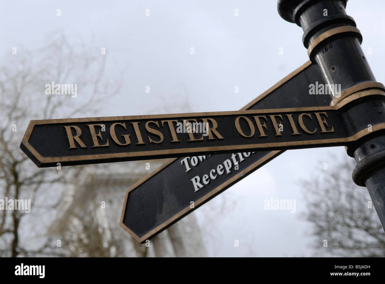 Sign pointing to Register Office Stock Photo