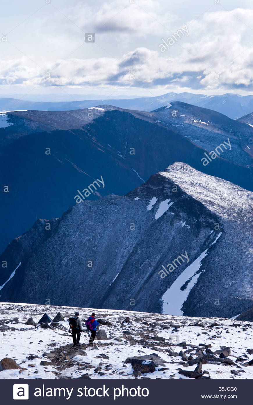 Two hikers descending the slopes of Kebnekaise, Sweden's highest mountain. - Stock Image