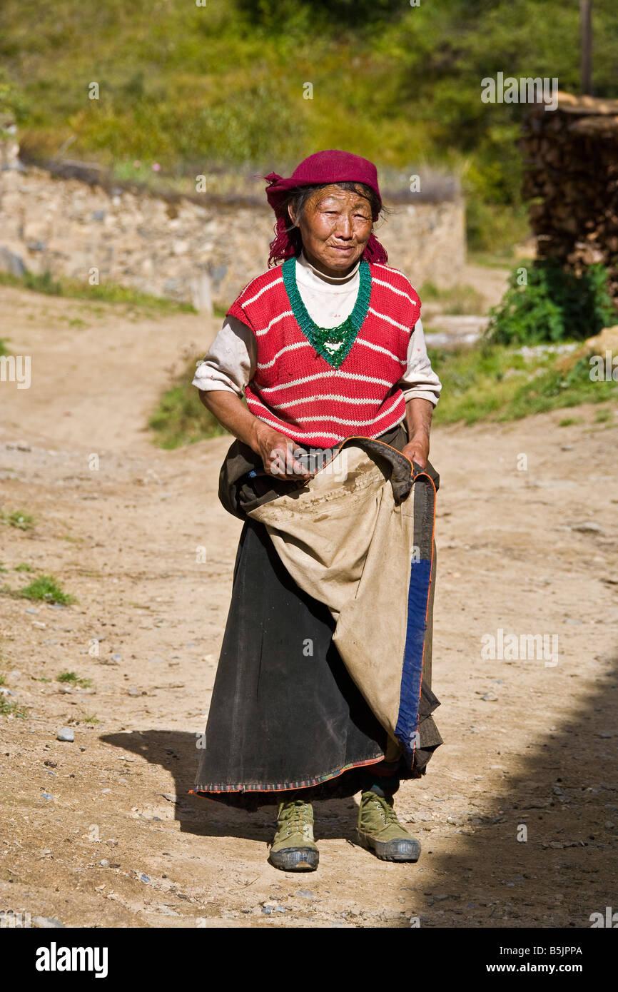 Tibetan Chinese peasant woman in Mounigou valley near Songpan in Sichuan Province China JMH3482 - Stock Image