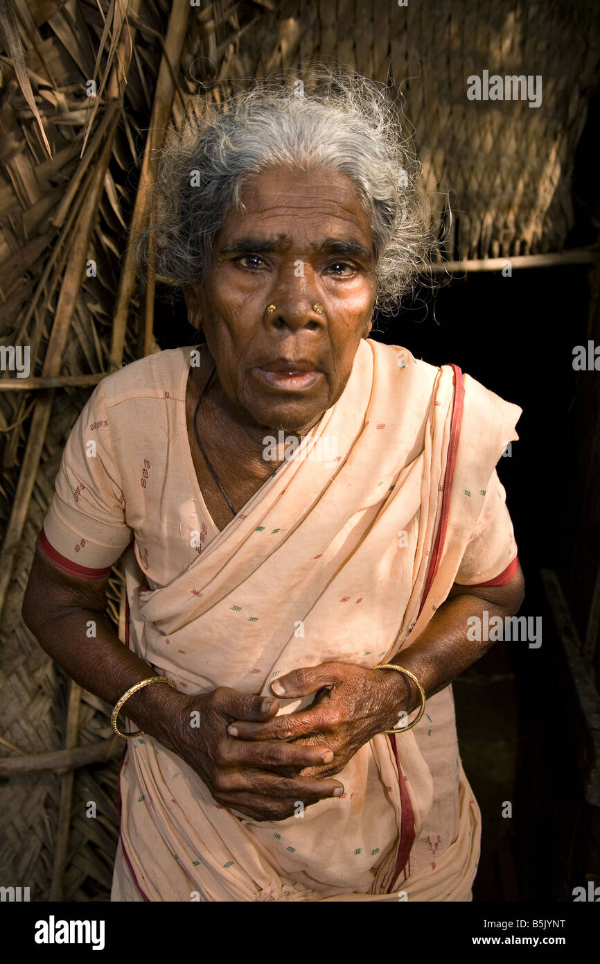 Tsunami survivor Granny Amirthambal 75 outside her bamboo shack Uppulavadi village HAI Kundu TamilNadu - Stock Image