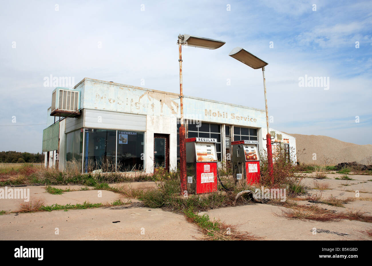 An Abandoned Gas Station In Rural Kansas Usa Stock Photo Alamy