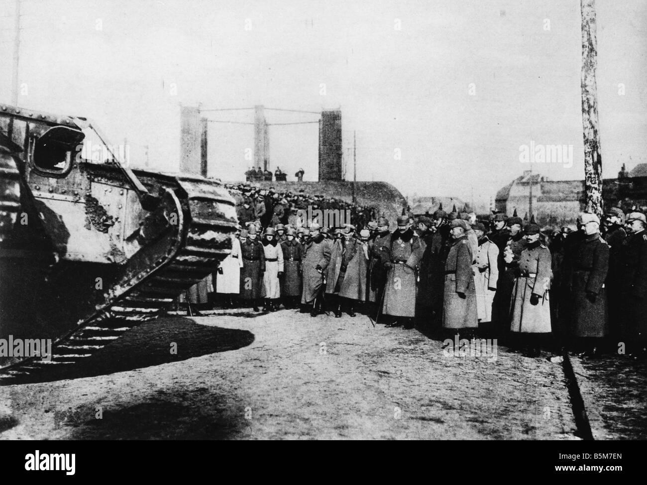 1 W46 F1917 17 E Wilhelm II inspects war loot Photo Wilhelm II German emperor 1888 1918 1859 1941 During World War - Stock Image