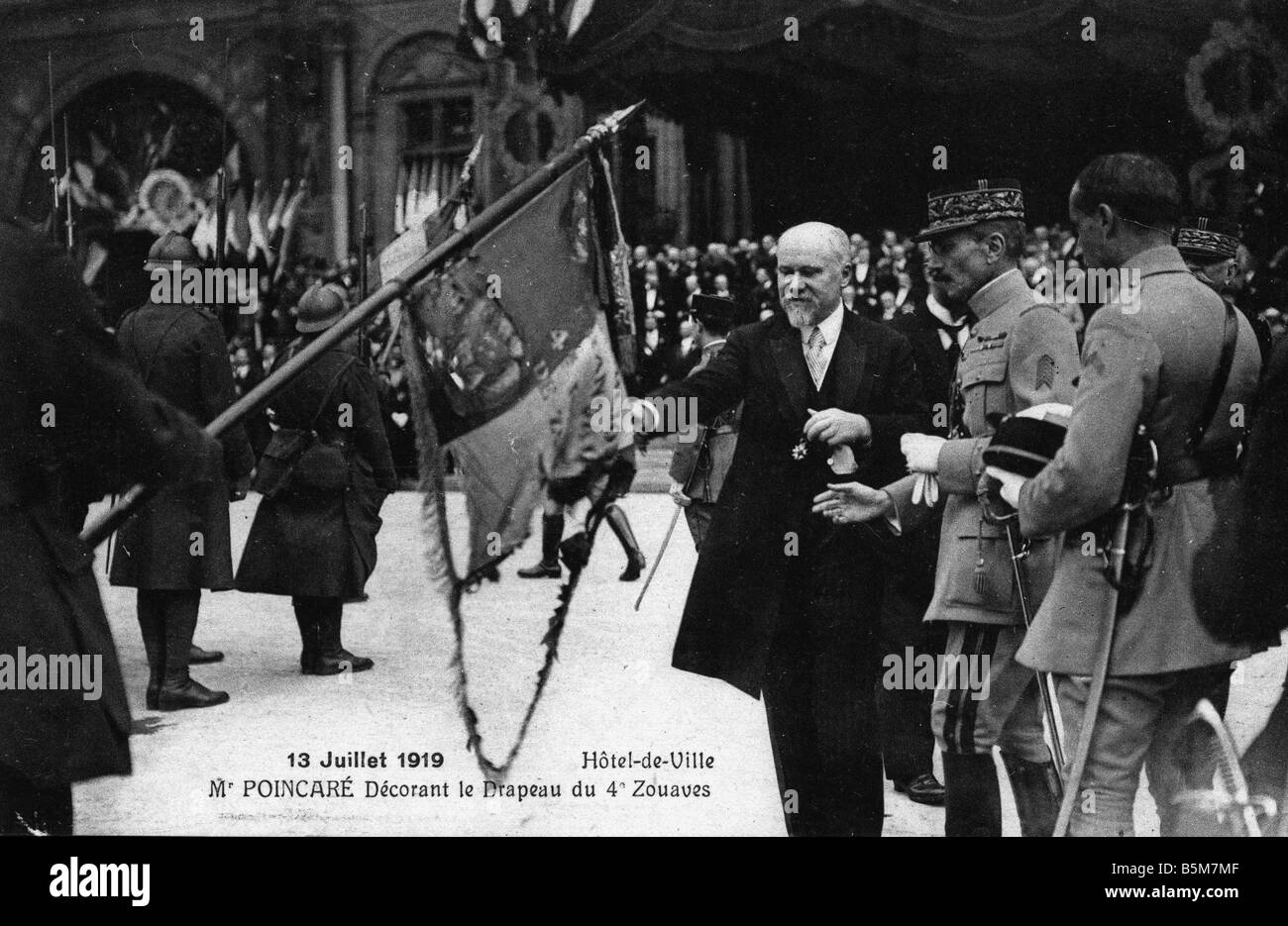 1FK 52 F1919 E Poincare decorates flag Photo 1919 Poincare Raymond French politician 1913 20 9th president of 3rd - Stock Image