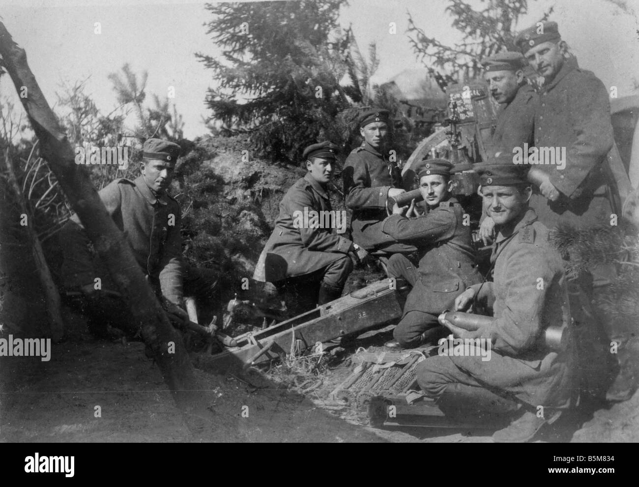 2 G55 A1 1915 19 WWI German ordnance emplacement Photo History First World War 1914 18 German ordnance emplacement - Stock Image
