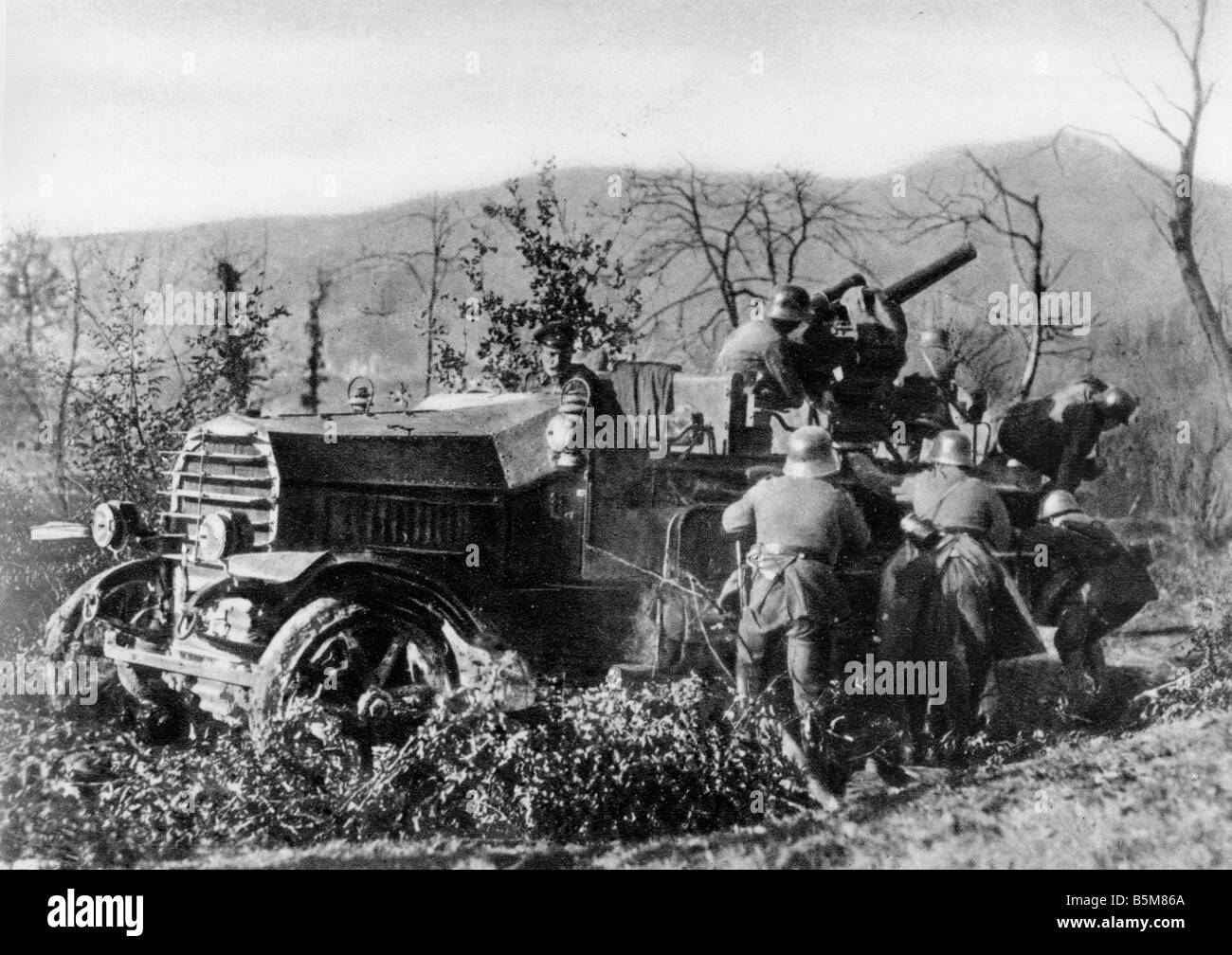 2 G55 B1 1916 1 German anti aircraft truck World War I History World War I Aerial warfare A 8 8cm truck mounted - Stock Image