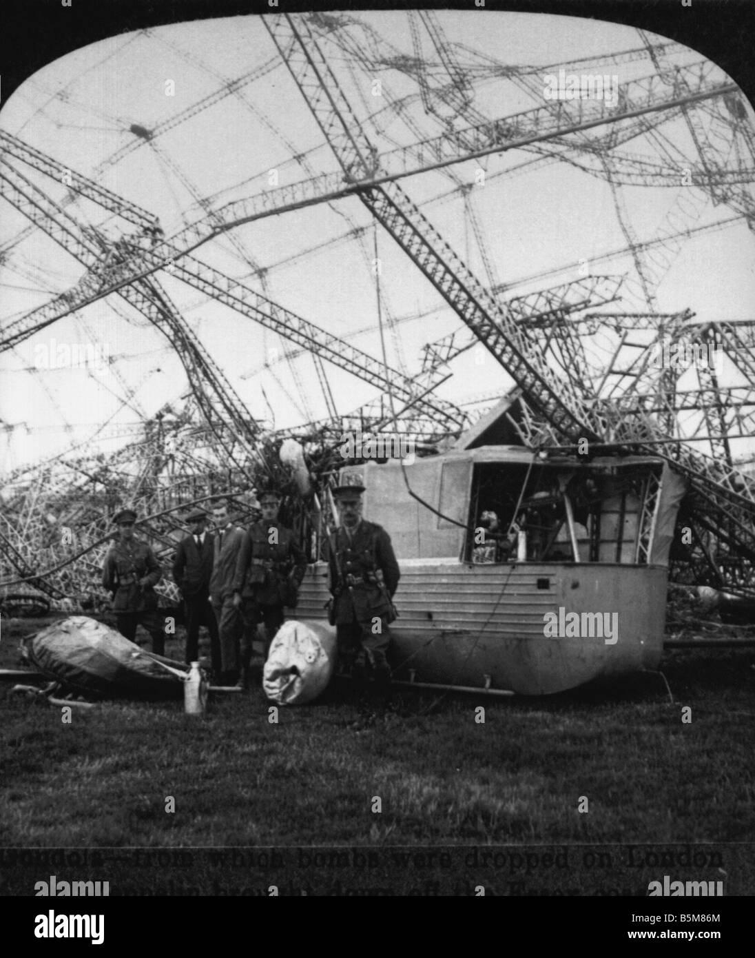 2 G55 B1 1916 5 Shot down Ger Zeppelin England Photo History World War 1 Aerial war Wreck of a German Zeppelin shot - Stock Image