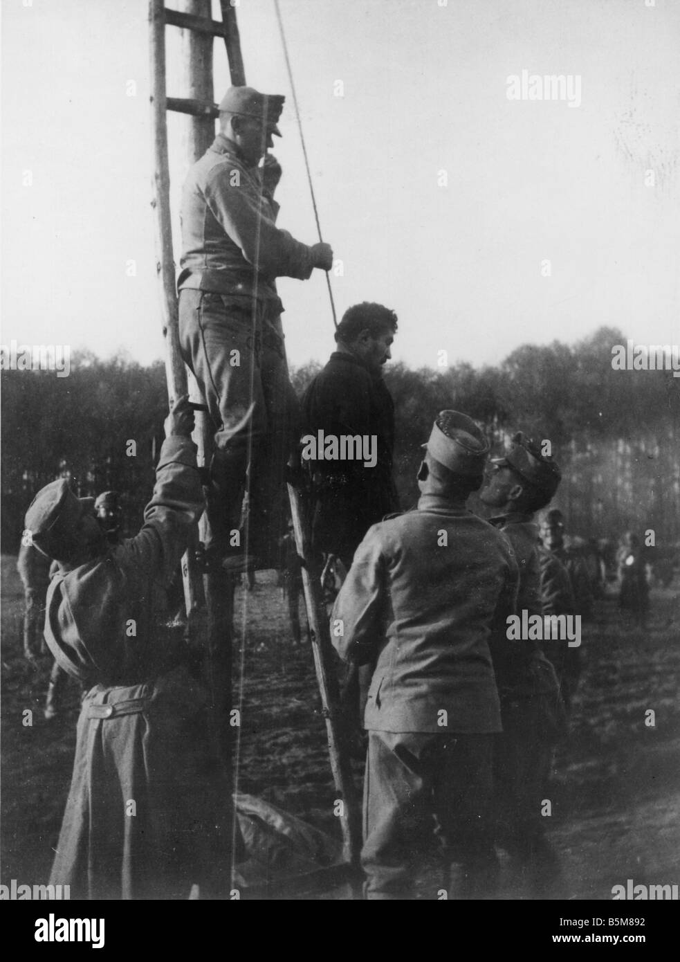 2 G55 B2 1916 7 Execution of a civilian World War I History World War I The Balkans A court martial execution of - Stock Image