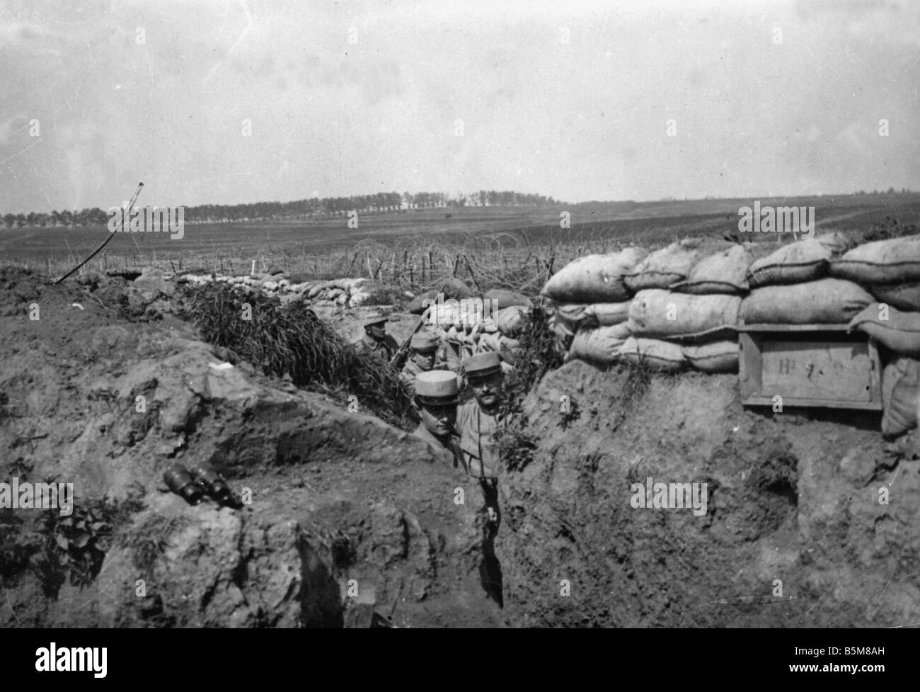 2 G55 F1 1915 14 French trenches World War I History World War I France Trench warfare French trench positions near - Stock Image