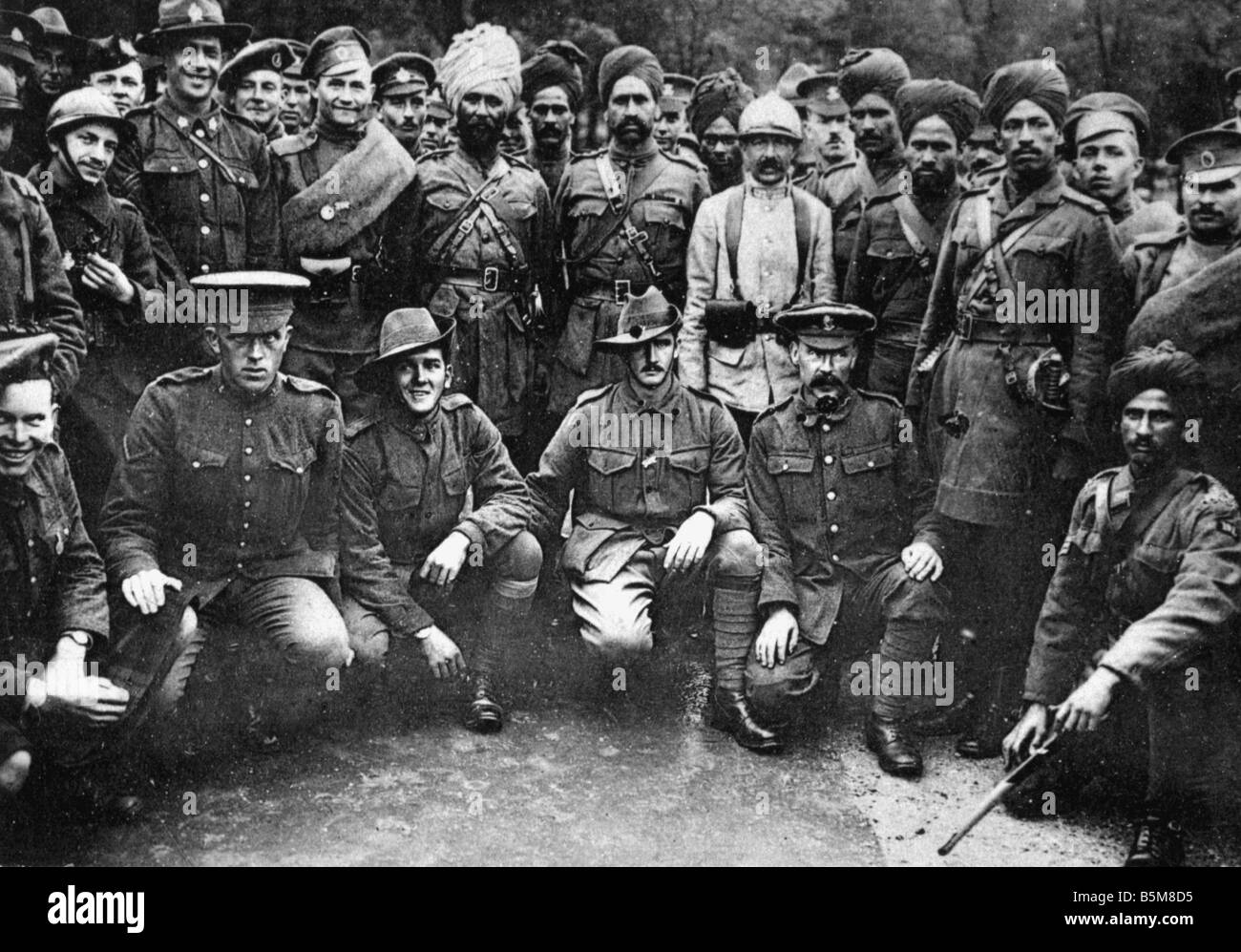 2 G55 F1 1916 24 E Entente soldiers Paris 14 July 1916 History World War I France The 14th of July Paris in 1916 Stock Photo
