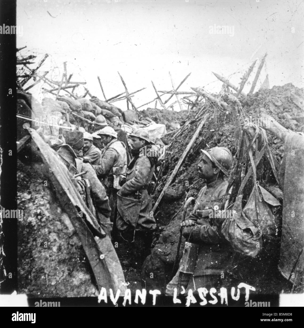 2 G55 F1 1916 35 WW1 Positional warfare French 1915 History World War One France Positional war in Ville sur Tourbe - Stock Image