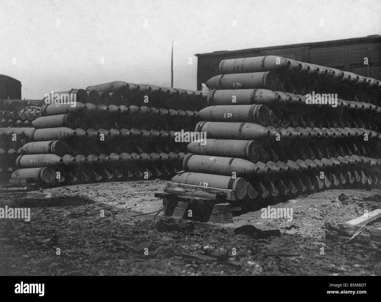 2 G55 F1 1916 60 WW1 French ammunition depot Photo History World War 1 France The Somme French ammunition depot - Stock Image