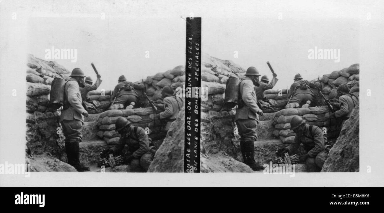 2 G55 G1 1916 2 Gas attack on Russians World War I History World War I Gas war French soldiers with gasmasks ward - Stock Image