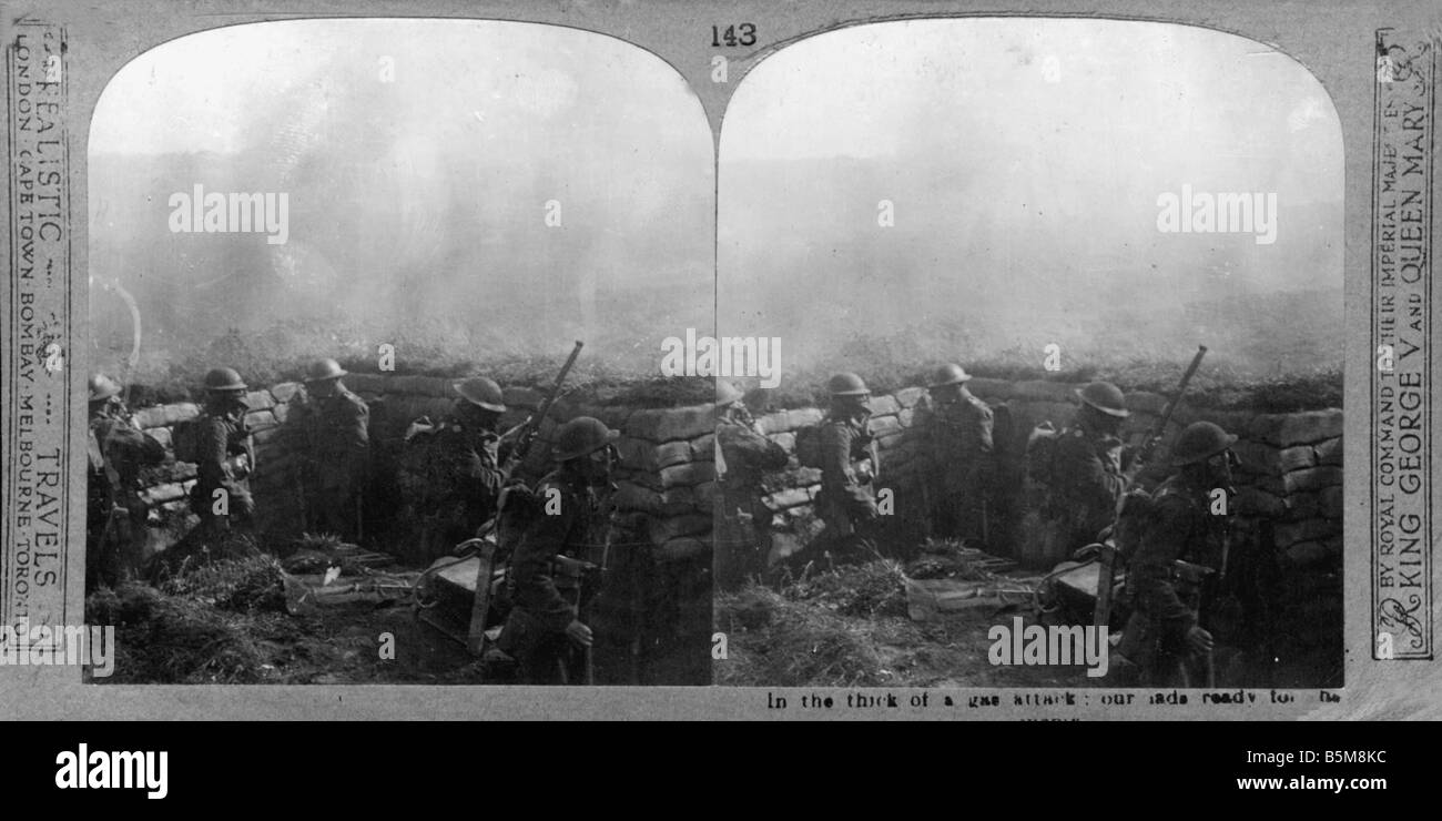 2 G55 G1 1917 1 British soldiers with gasmasks WWI 1917 History World War I Gas war British soldiers with gasmasks - Stock Image