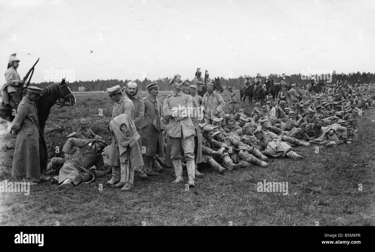 2 G55 K1 1915 16 German POWs French cavalry WWI 1915 History World War I Prisoners of war German soldiers under - Stock Image