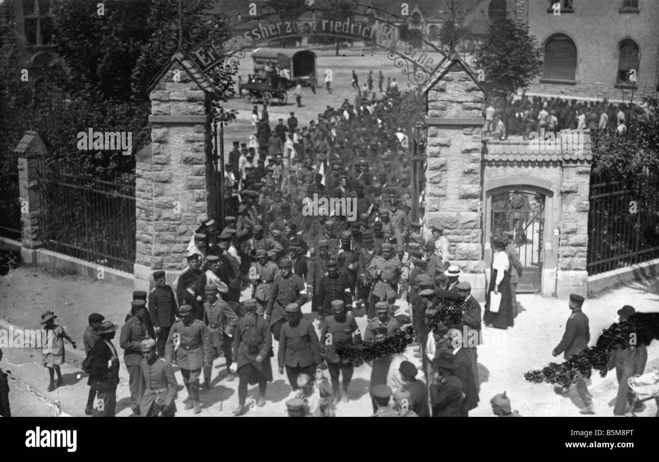 2 G55 K1 1915 17 French POWs Baden WWI 1915 16 History World War I Prisoners of war Transporting French POWs at - Stock Image