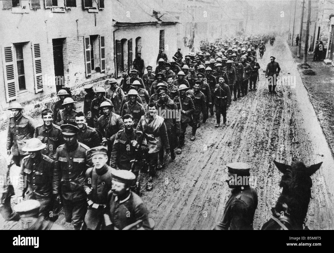 2 G55 K1 1916 47 WWI English Prisoners of War History World War One Prisoners of War Arrival of the first British - Stock Image