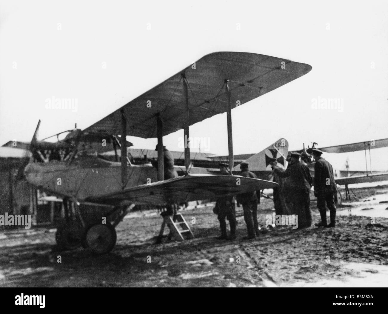 2 G55 L2 1916 1 E German biplane German Airforce 1916 History WWI Aerial Warfare A biplane of the German Airforce - Stock Image