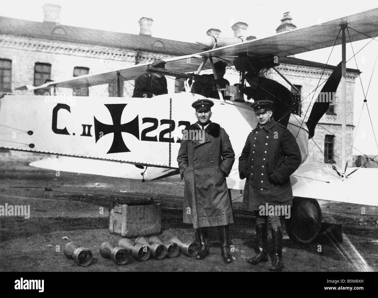 2 G55 L2 1916 E German battle plane Airforce officers History WWI Aerial Warfare German battle plane with machine - Stock Image