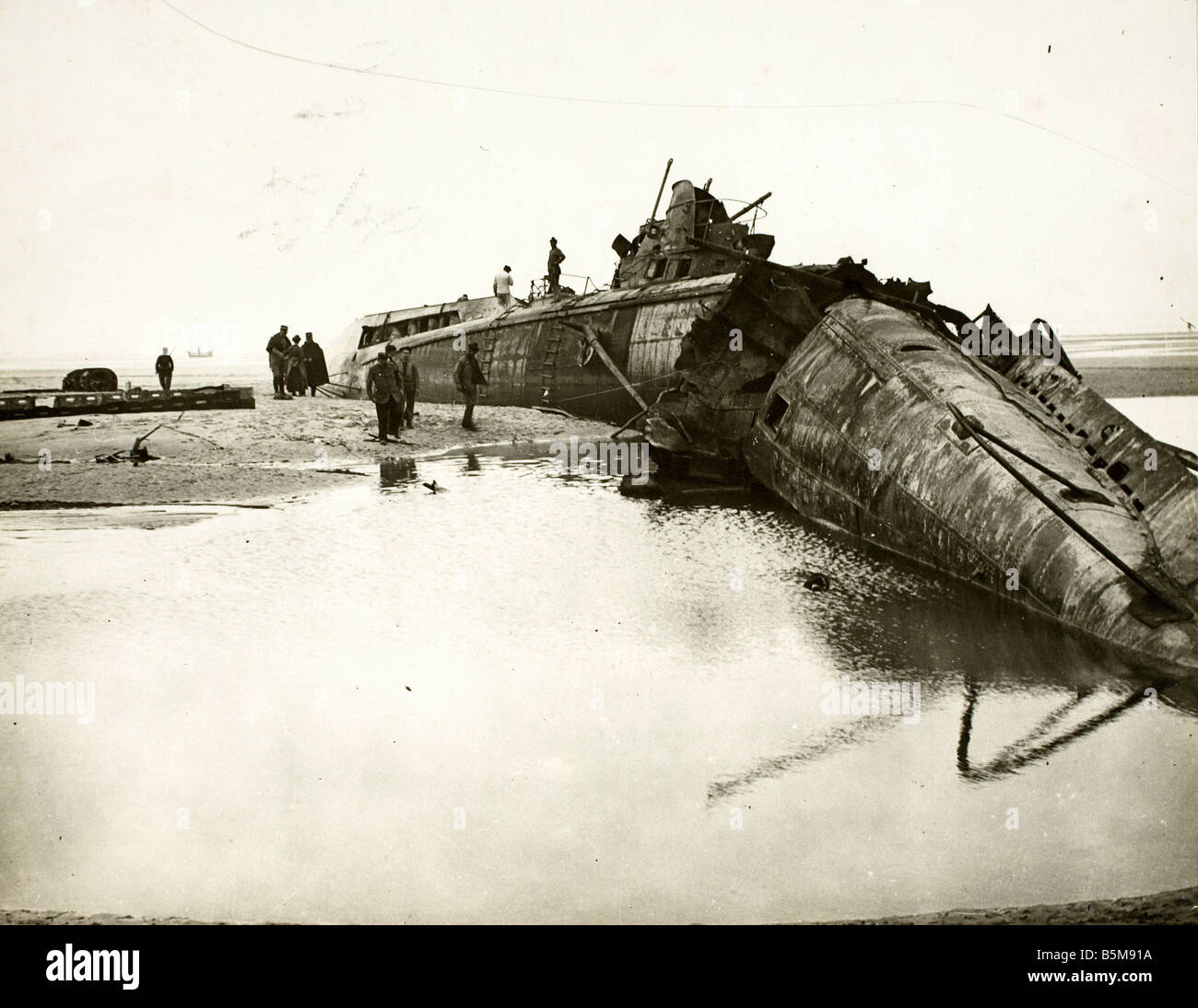 2 G55 M1 1917 14 WWI German submarine French coast History First World War Naval war Destroyed Germand submarine - Stock Image