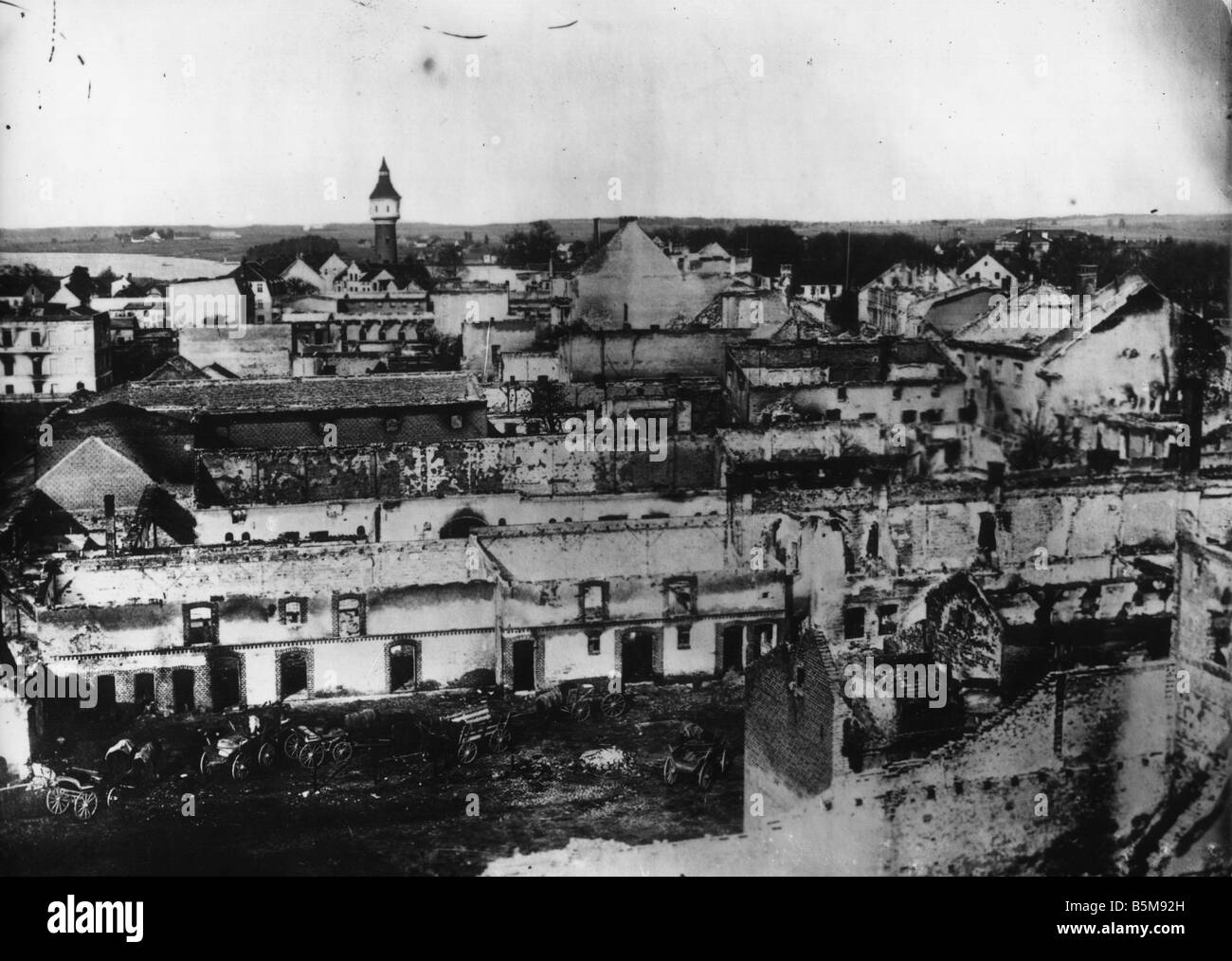 2 G55 O1 1914 15 WWI Destruction in Ortelsburg Photo History WWI Eastern Front View of Ortelsburg East Prussia following - Stock Image