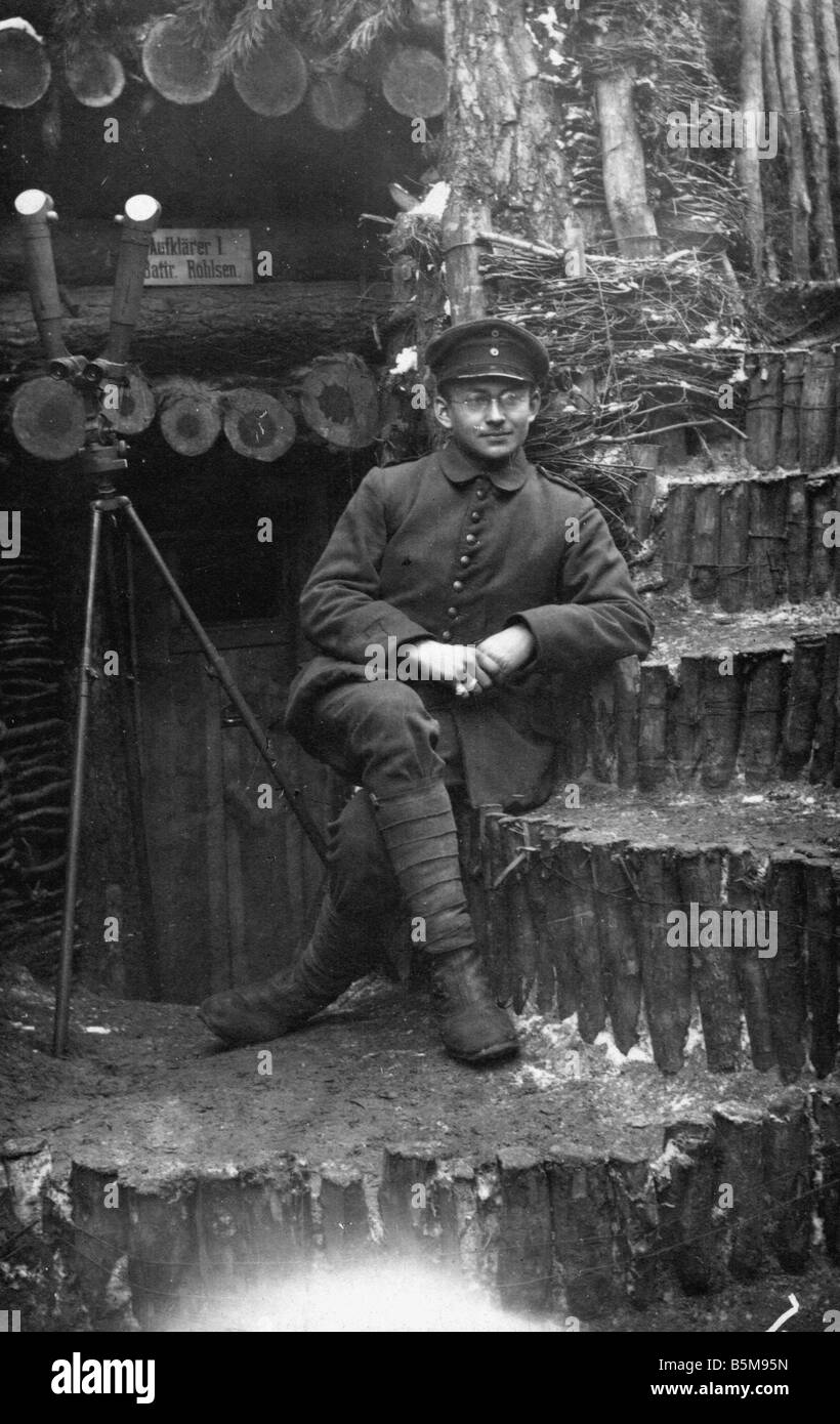2 G55 O1 1917 6 German observer in trench WWI 1917 History World War I Eastern Front German observation soldier - Stock Image