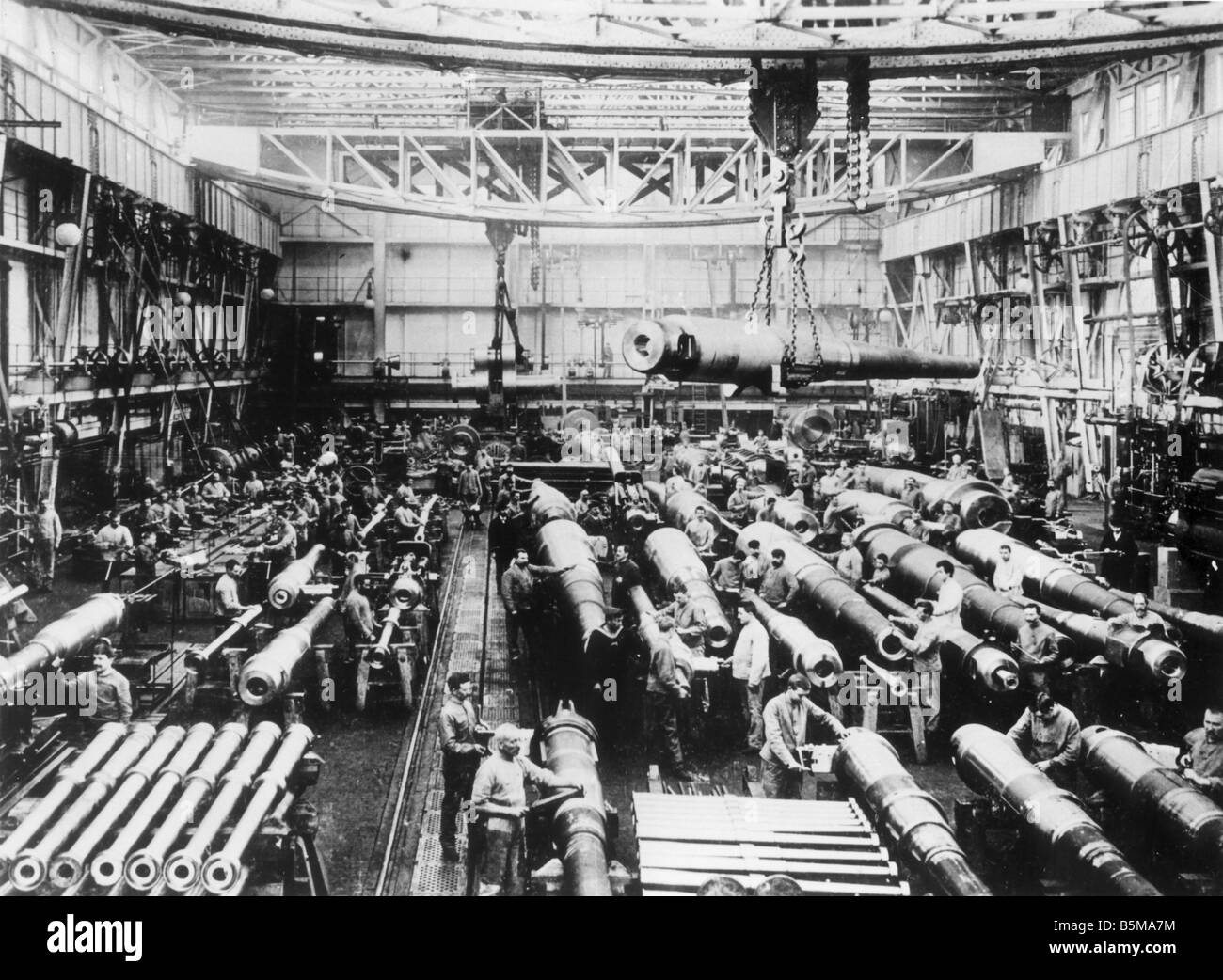 Krupp cannon factory WWI 1909 History World War I Arms industry Germany 1909 Cannon workshop V of the Krupp factory - Stock Image