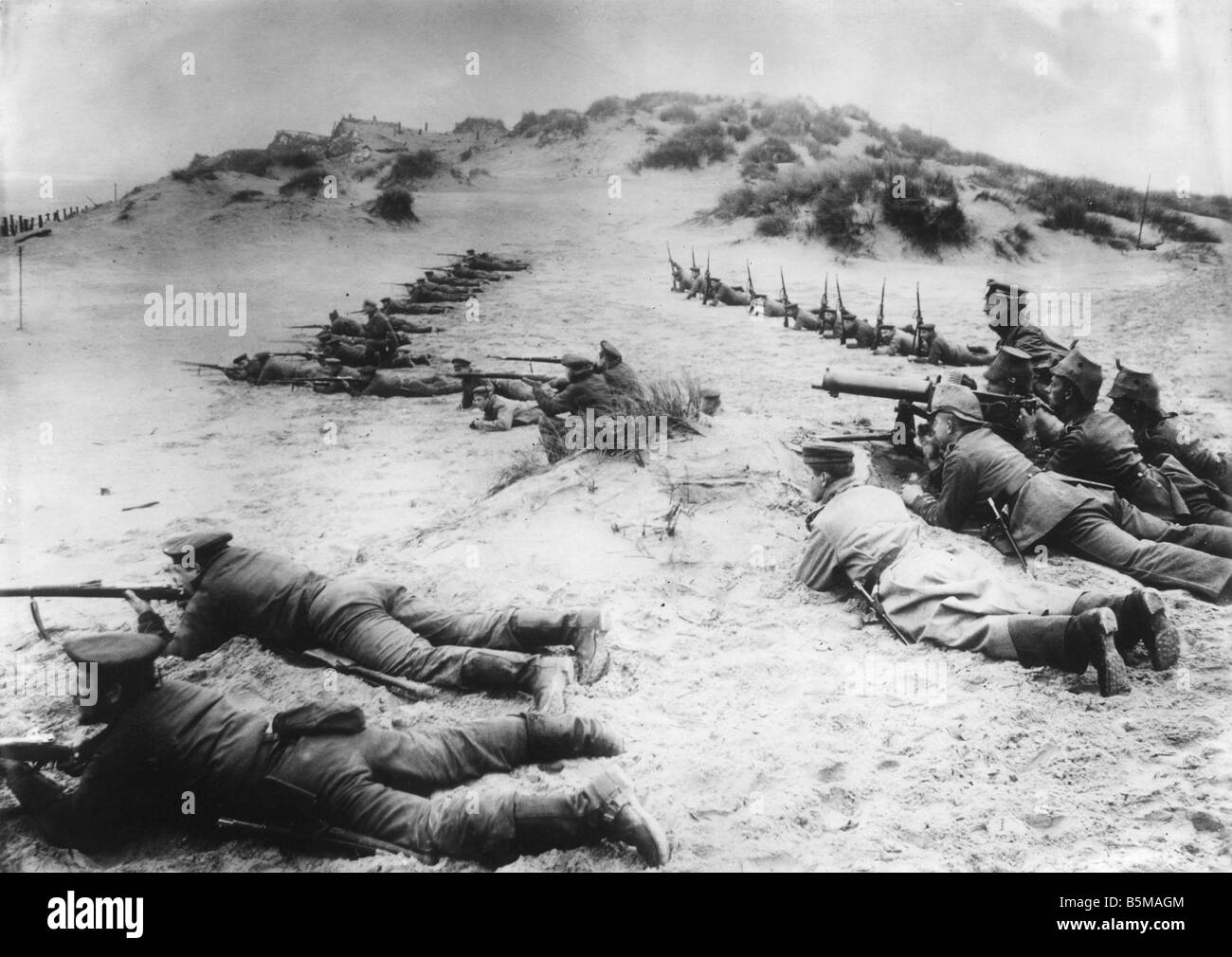 2 G55 W1 1918 55 WWI German marines at Ostend Belgium History WWI Western Front German marines and machine gunners - Stock Image