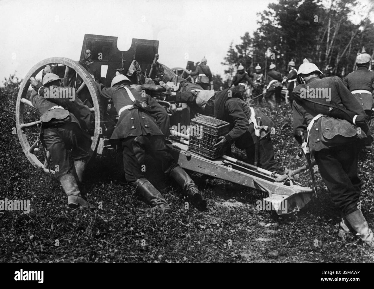 2 M65 F1 1913 Artillery in battle position Photo Military Weapons Field Howitzer Apiece of artillery is brought - Stock Image