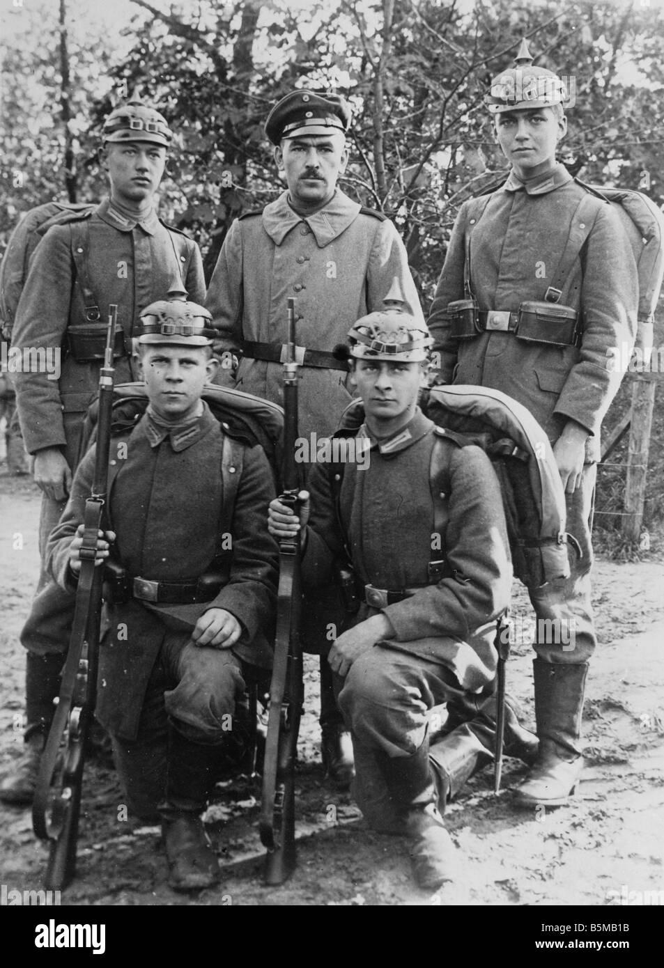 2 M73 S2 1914 1 Ger infantrymen Group photo c 1914 Military German army soldiers Group photo of five infantrymen - Stock Image