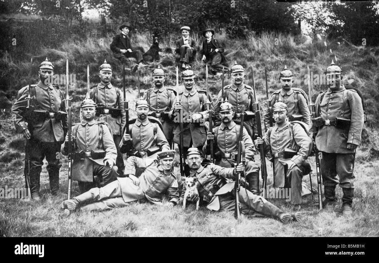 2 M73 S2 1914 4 Group photo Ger infantry platoon 1914 Military German army Soldiers Group photo of soldiers of an - Stock Image