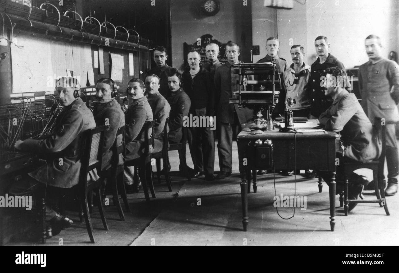 2 T15 T1 1915 E Military telephone centre c 1915 Technology Communications Telephone Military telephone centre Photo - Stock Image