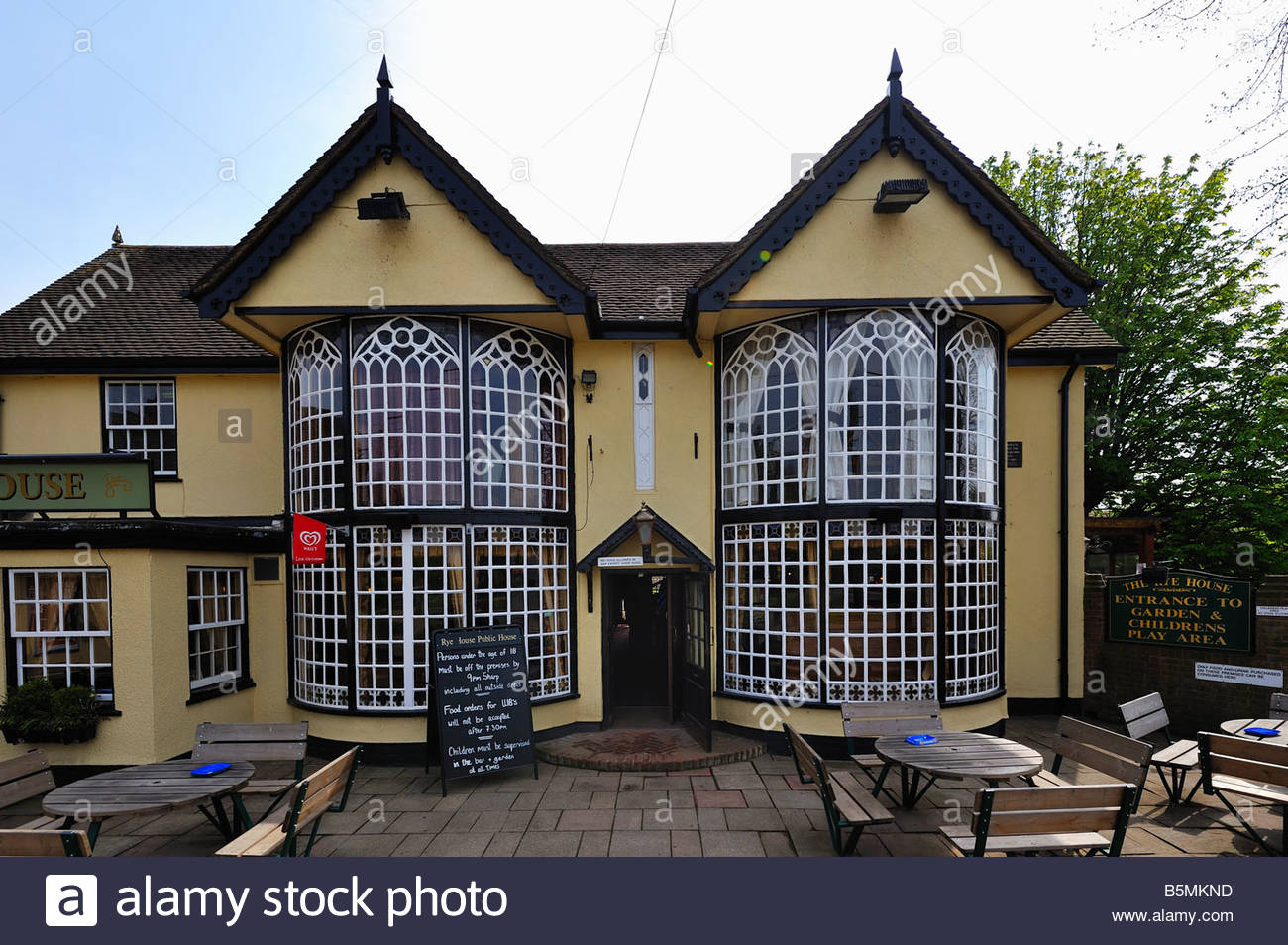 The Rye House, a pub and restaurant at Rye House, Hoddesdon. - Stock Image