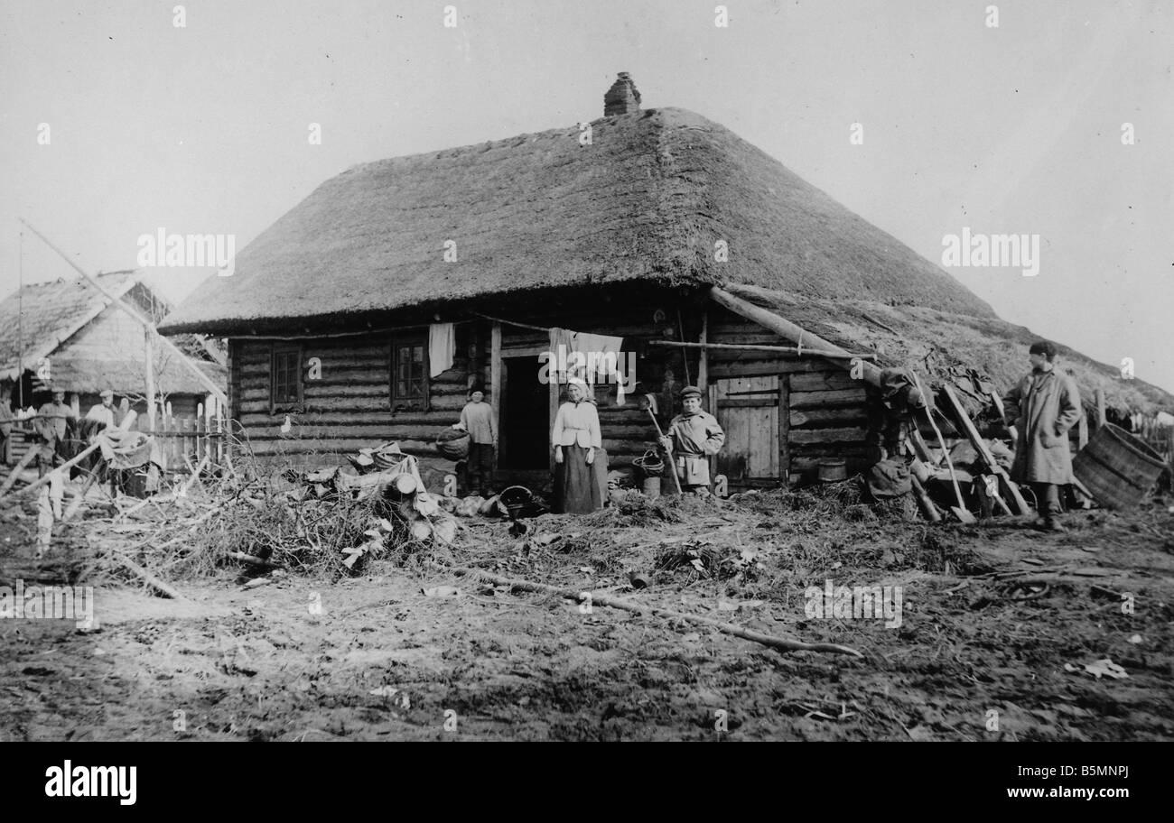 2 V60 P1 1916 7 E Polish peasant family Wooden house Ethnology Poland Polish peasant family in front of their wooden - Stock Image